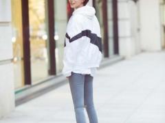 王珞丹滑板出街靓丽 网友:滑板女神上线