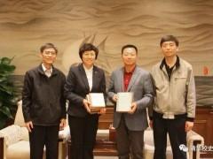 吴邦国向清华大学捐赠大学笔记和个人著作