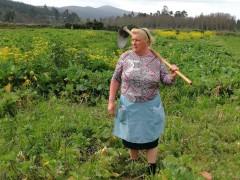 西班牙大妈撞脸特朗普 这张照片让她变网红