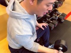 傅程鹏新戏开拍 热衷健身锻炼保持好状态